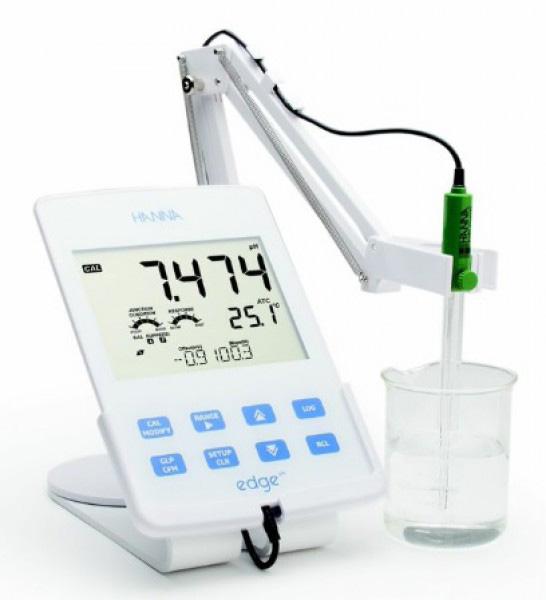 pH Meter แบบตั้งโต๊ะรุ่น HI2002