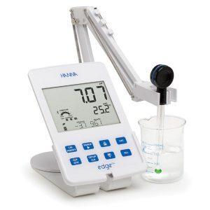 pH meter แบบตั้งโต๊ะ รุ่น hi2202